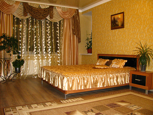 1-комнатная квартира посуточно в Луцке. ул. Набережная, 2. Фото 1
