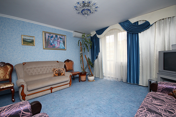 2-комнатная квартира посуточно в Евпатории. пр-т Победы, 40. Фото 1
