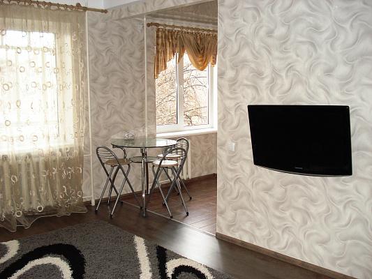 2-комнатная квартира посуточно в Запорожье. Орджоникидзевский район, ул. Победы, 69. Фото 1