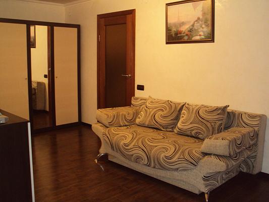 2-комнатная квартира посуточно в Симферополе. Центральный район, ул.Севастопольская, 3/2. Фото 1