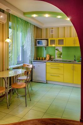 1-комнатная квартира посуточно в Мариуполе. Центральный район, пр-т Строителей, 111. Фото 1