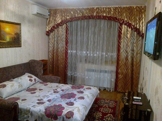 1-комнатная квартира посуточно в Севастополе. Гагаринский район, пр-т Октябрьской революции, 22. Фото 1