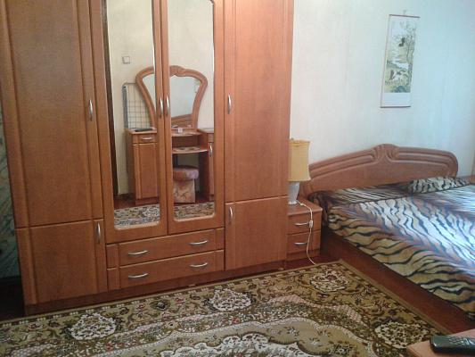 1-комнатная квартира посуточно в Алуште. ул. Ленина, 41. Фото 1