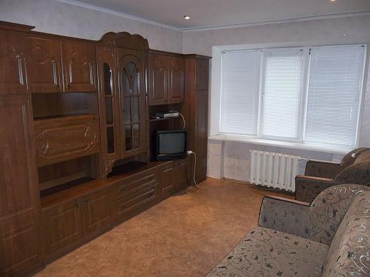2-комнатная квартира посуточно в Черкассах. б-р Шевченко, 345. Фото 1