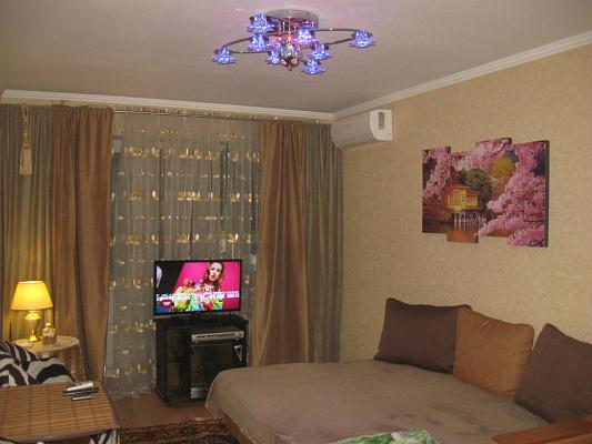 1-комнатная квартира посуточно в Одессе. Суворовский район, пр-т Добровольского, 105. Фото 1