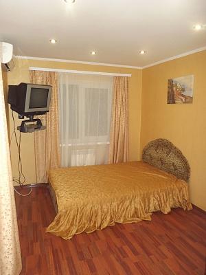 1-комнатная квартира посуточно в Евпатории. ул. Интернациональная, 29. Фото 1