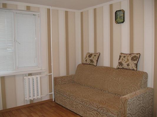1-комнатная квартира посуточно в Ильичёвске. ул. Героев Сталинграда, 9. Фото 1