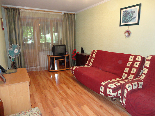 2-комнатная квартира посуточно в Ильичёвске. ул. 1 Мая0. Фото 1
