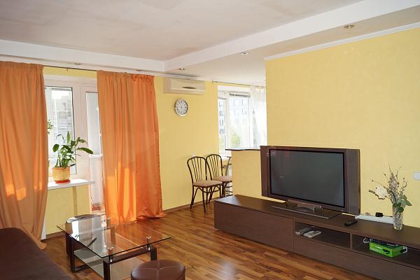 2-комнатная квартира посуточно в Киеве. ул. Большая Васильковская, 102. Фото 1