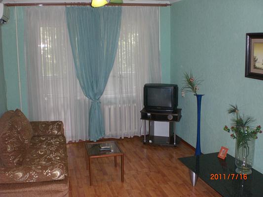 2-комнатная квартира посуточно в Донецке. Ворошиловский район, пр-т Челюскинцев, 140. Фото 1