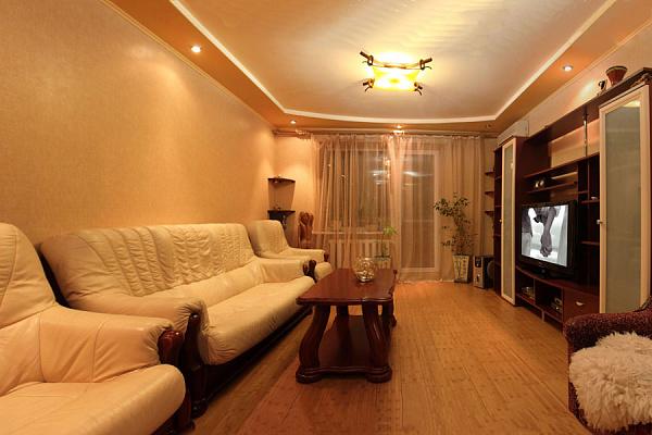 2-комнатная квартира посуточно в Полтаве. Октябрьский район, пл. Независимости, 7. Фото 1