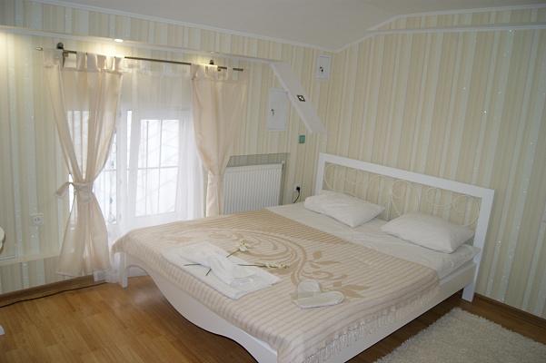 1-комнатная квартира посуточно в Львове. Лычаковский район, ул. Лычаковская, 4. Фото 1