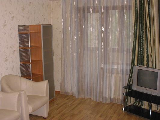 2-комнатная квартира посуточно в Донецке. Киевский район, освобождение донбасса, 12а. Фото 1
