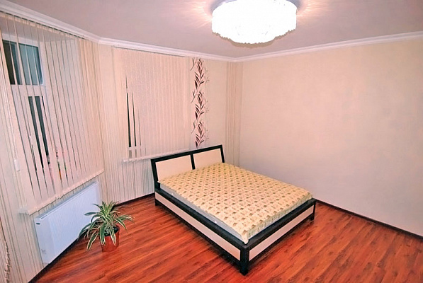 3-комнатная квартира посуточно в Ялте. Центр Ялты район, ул. Кирова, 39. Фото 1