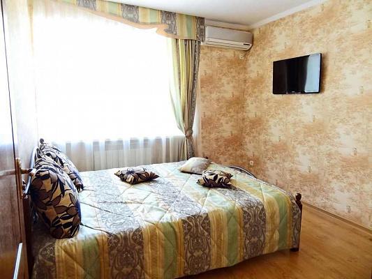 2-комнатная квартира посуточно в Феодосии. ул. Советская, 13. Фото 1