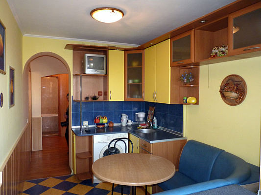 2-комнатная квартира посуточно в Севастополе. Гагаринский район, пр-т Октябрьской рев, 31. Фото 1
