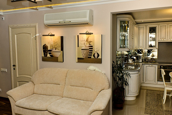 2-комнатная квартира посуточно в Киеве. Шевченковский район, Малая Житомирская, 12А. Фото 1