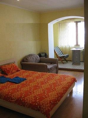 1-комнатная квартира посуточно в Кременчуге. ул. Пролетарская, 8. Фото 1