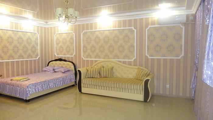 1-комнатная квартира посуточно в Днепропетровске. Октябрьский район, пр-т Карла Маркса, 4. Фото 1