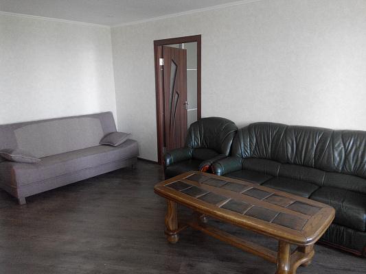 2-комнатная квартира посуточно в Запорожье. Орджоникидзевский район, ул. Патриотическая, 86. Фото 1
