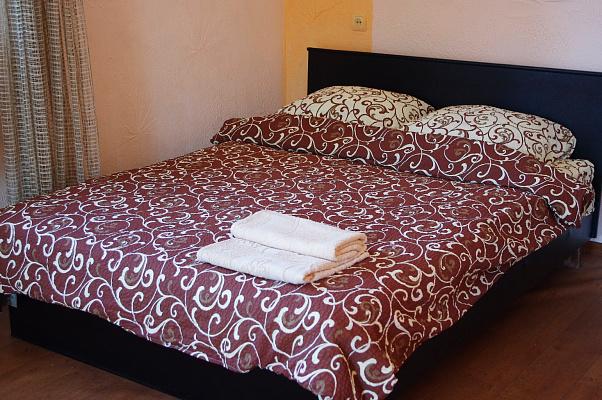 1-комнатная квартира посуточно в Харькове. Дзержинский район, пр. Ленина, 19. Фото 1