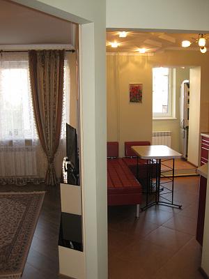 2-комнатная квартира посуточно в Ровно. ул. Коновальца, 26. Фото 1