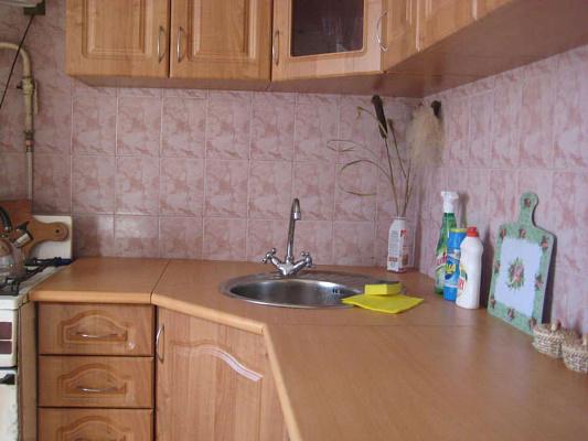 1-комнатная квартира посуточно в Днепродзержинске. ул. Сыровца, 17. Фото 1