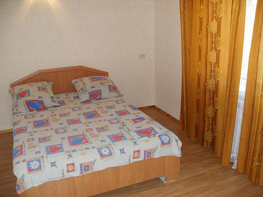 1-комнатная квартира посуточно в Симферополе. Центральный район, ул. Севастопольская, 53. Фото 1