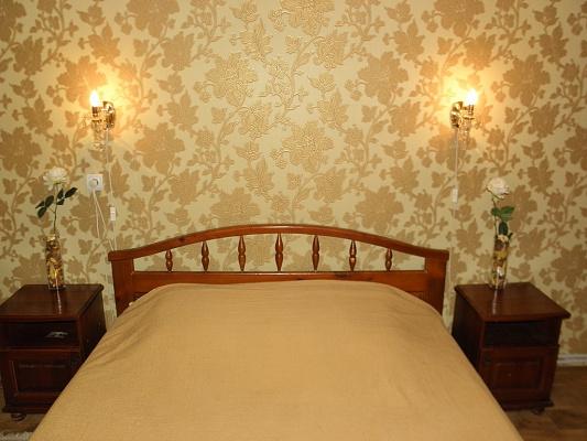 2-комнатная квартира посуточно в Херсоне. Суворовский район, пр-т Ушакова, 73. Фото 1
