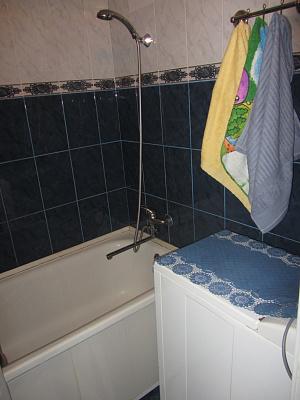 2-комнатная квартира посуточно в Бердянске. розы люксембург, 7. Фото 1