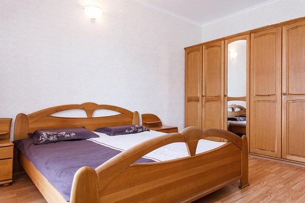 2-комнатная квартира посуточно в Днепропетровске. Бабушкинский район, ул. Воскресенская, 21а. Фото 1