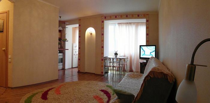 1-комнатная квартира посуточно в Ильичёвске. ул. Парковая, 18. Фото 1