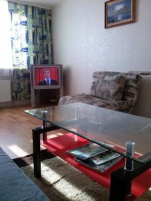 2-комнатная квартира посуточно в Киеве. Деснянский район, пр-т Владимира Маяковского, 70. Фото 1