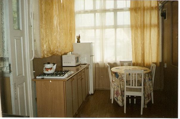 2-комнатная квартира посуточно в Ялте. ул. Дражинского, 42. Фото 1