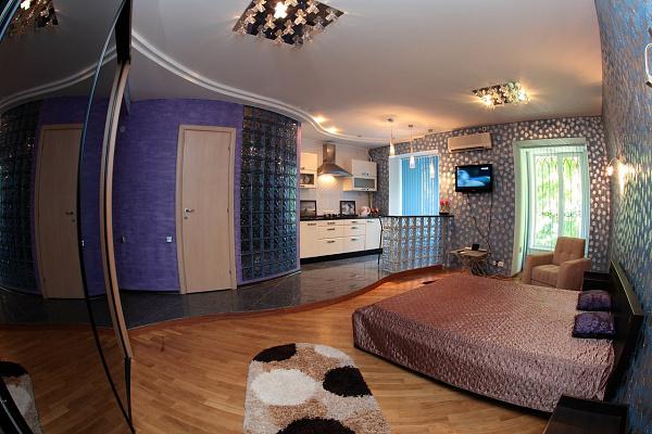 1-комнатная квартира посуточно в Одессе. Приморский район, ул. Дерибасовская, 10. Фото 1
