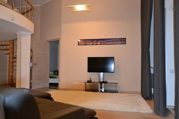 3-комнатная квартира посуточно в Киеве. Печерский район, ул. Шота Руставели, 1. Фото 1