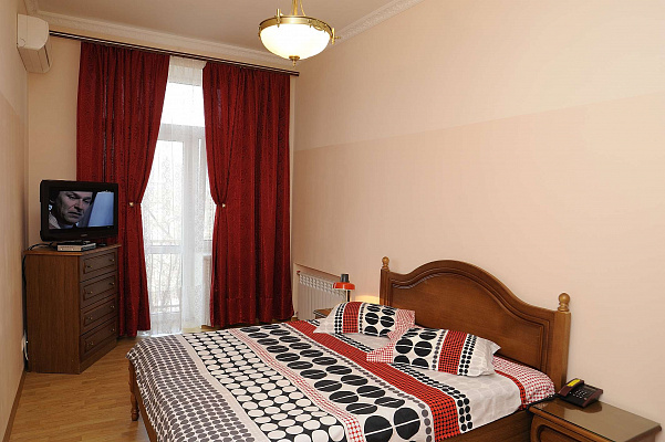 2-комнатная квартира посуточно в Киеве. Печерский район, ул. Заньковецкой, 8. Фото 1