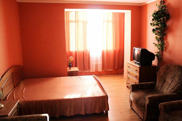 2-комнатная квартира посуточно в Севастополе. Гагаринский район, ул. Героев Бреста, 35. Фото 1