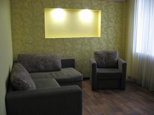 2-комнатная квартира посуточно в Запорожье. Жовтневый район, пр-т Соборный, 84. Фото 1