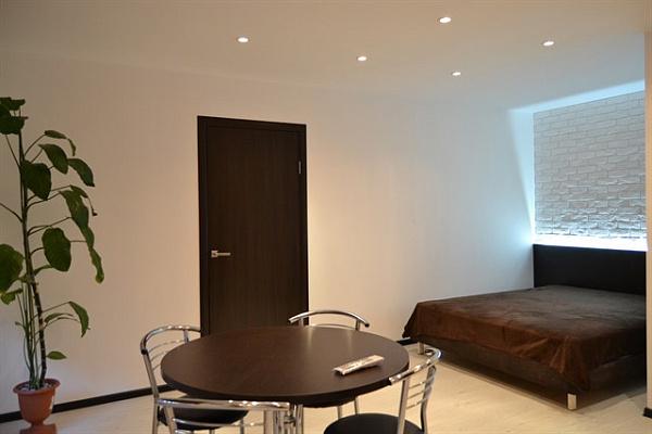 2-комнатная квартира посуточно в Кривом Роге. Дзержинский район, пр-т Металлургов, 30. Фото 1