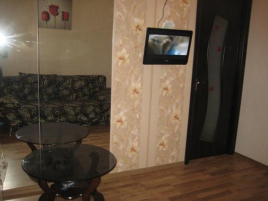 2-комнатная квартира посуточно в Симферополе. Железнодорожный район, ул. Толстого, 16. Фото 1