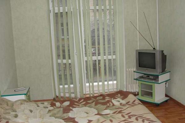 1-комнатная квартира посуточно в Симферополе. Киевский район, ул. Менделеева, 7. Фото 1