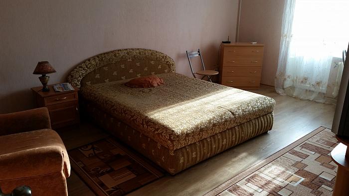 1-комнатная квартира посуточно в Керчи. Ленина, 2. Фото 1