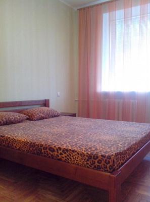 2-комнатная квартира посуточно в Запорожье. Орджоникидзевский район, ул. Немировича-Данченко, 58. Фото 1