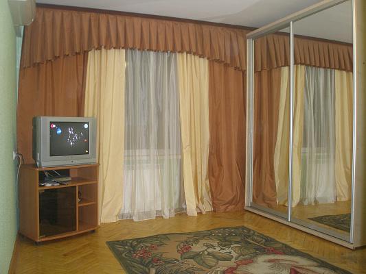 1-комнатная квартира посуточно в Киеве. ул. Волгоградская, 18. Фото 1