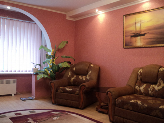 3-комнатная квартира посуточно в Новом свете. ул. Голицына, 32. Фото 1