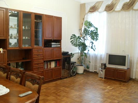 3-комнатная квартира посуточно в Львове. Галицкий район, ул.Менцинского, 3. Фото 1