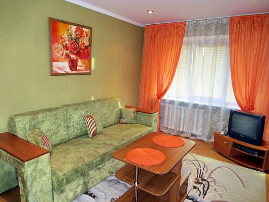 2-комнатная квартира посуточно в Черкассах. б-р Шевченко, 195. Фото 1