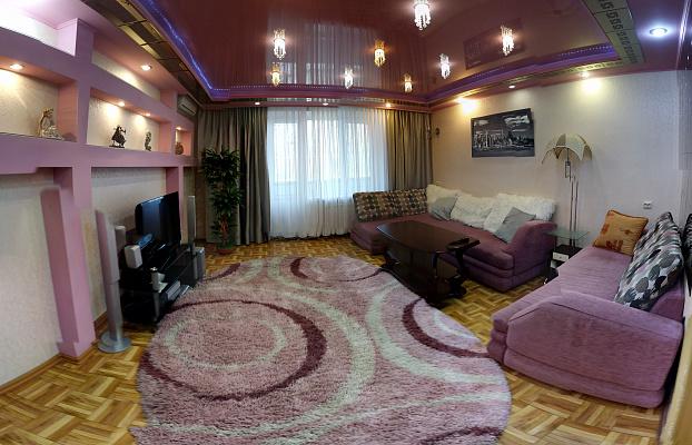 3-комнатная квартира посуточно в Херсоне. Суворовский район, ул. Михайловская, 28. Фото 1