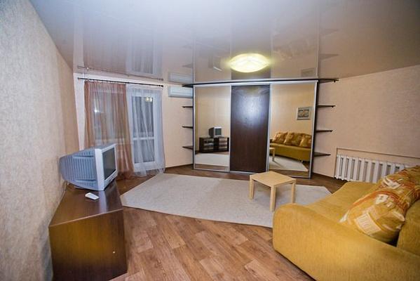 1-комнатная квартира посуточно в Мариуполе. ул. Бахчиванджи, 17. Фото 1